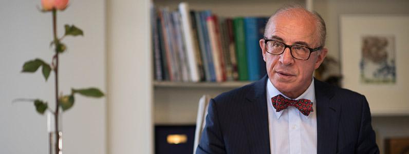 Dr Bryan Mendelson… Australian Surgeon Chosen